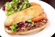 長野市特産のラム肉を挟んだサンドイッチ