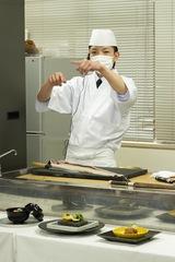 くつかけステイ・福本料理長 骨の処理難しいウツボを調理